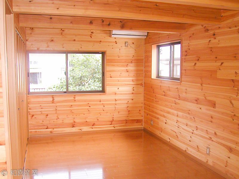 木目を活かした部屋