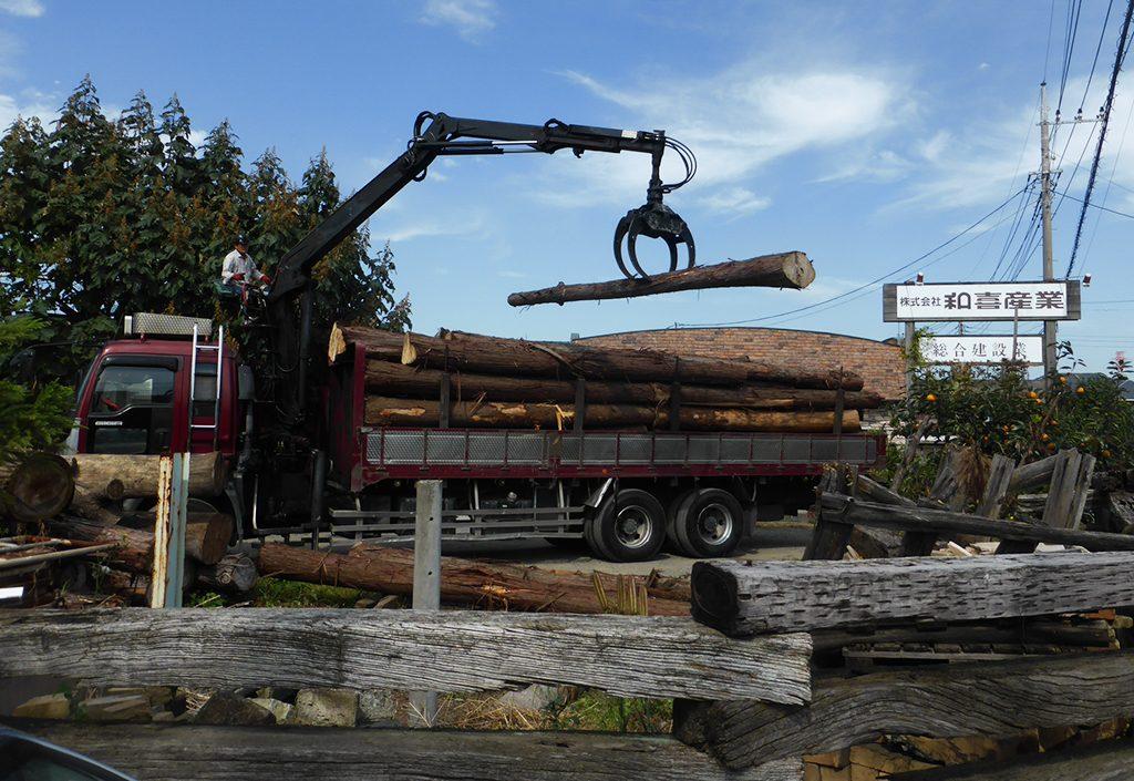 原木の搬入