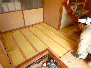 T様邸 床貼替 断熱材の写真